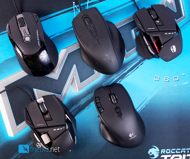 Logitech Wireless Gaming Mouse G700 - 13 MMORPG keys to keep your fingers busy